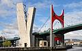 Le musée Guggenheim et le pont de la Salve (Bilbao).jpg