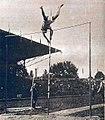 Lee Barnes, champion olympique du saut à la perche en 1924.jpg