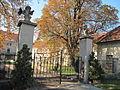 Litenčice, zámek, brána.jpg