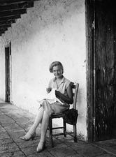 Livet på terrassen, fröken Atterman. Macheras - SMVK - C06005.tif