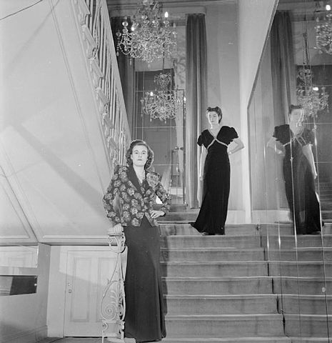 File London Fashion Designers The Work Of Members Of The Incorporated Society Of London Fashion Designers In Wartime London England Uk 1944 D23068 Jpg Wikimedia Commons