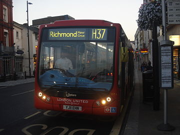 London United OT6 on Route H37, Richmond Quadrant Station.jpg