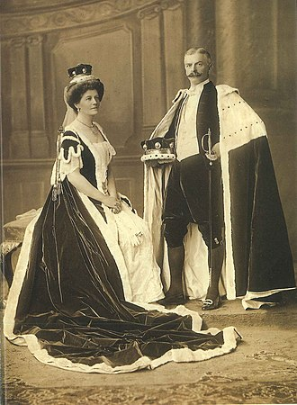 Albert Kitson, 2nd Baron Airedale - Lord and Lady Airedale at the coronation of King George V, 1911