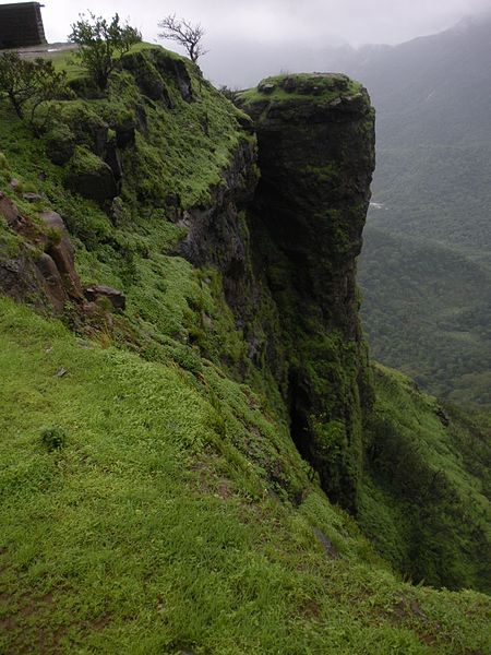 File:Louisa Point Matheran.jpg
