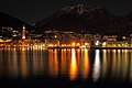 Luci riflesse di Lecco nella notte.jpg