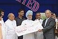 Manmohan Singh presenting a cheque of one crore to Visakhapatnam steel plant at a presentation of PM's trophy for the best integrated steel plant in Visakhapatnam. The Union Minister for Steel.jpg
