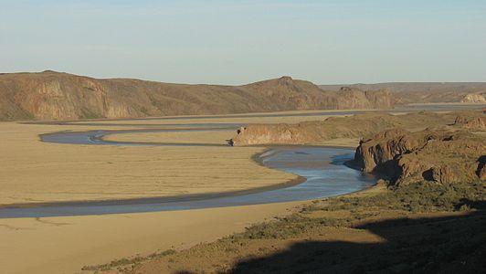 Meandros en la ría Deseado.jpg