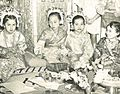 Minangkabau girls, Wanita di Indonesia p16 (G Muller).jpg