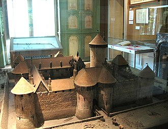 Château de Dourdan - A model of the Château de Dourdan when first built, as can be seen at the castle museum