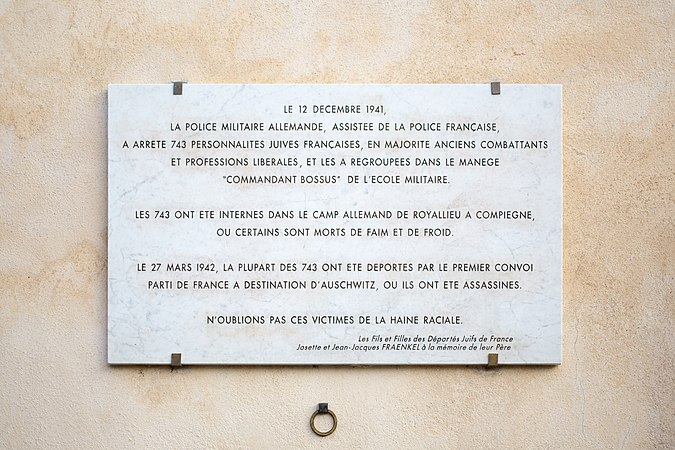 Monument Marker in Paris.jpg