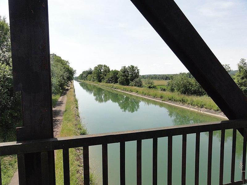 Moussy-Verneuil (Aisne) Canal de l'Oise à l'Aisne