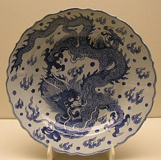 Blue and white pottery - Blue and white porcelain-ware with a depiction of a Chinese dragon from the late Ming dynasty