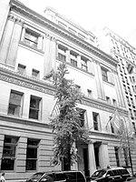 http://upload.wikimedia.org/wikipedia/commons/thumb/8/84/NYC_Bar_Building_2010.jpg/150px-NYC_Bar_Building_2010.jpg
