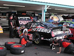 Ward Burton - Burton's crew working on his 2004 car