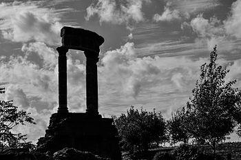 Necropoli di porta vesuvio.jpg