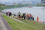 New Taipei Firefighters Stand by at North Shore of Keelung River 20150204.jpg