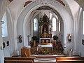 Niederau, Kath. Pfarrkirche hl. Sixtus mit Kriegerdenkmal, Altarraum.JPG
