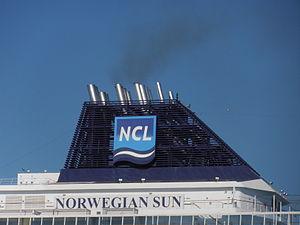 Norwegian Sun' Funnel 25 May 2012 Port of Tallinn.JPG