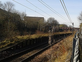 Rutherglen railway station - The remains of the old platform, beside the West Coast Main Line, 2016.