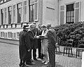Ouden van Dagen defileren langs koningin Ouden van Dagen uit Wieringermeer, Bestanddeelnr 912-5937.jpg