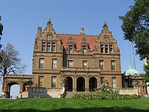 English: The Pabst Mansion on Wisconsin Ave in...