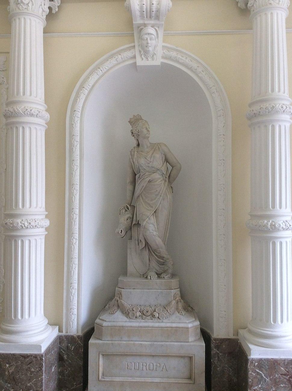 Palazzo Ferreria statue 3.jpeg