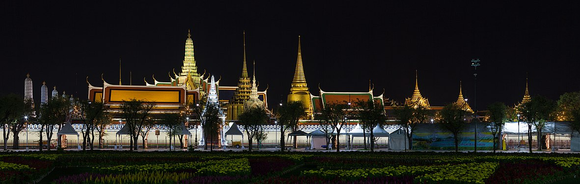 Pano view of Wat Phra Kaew.jpg