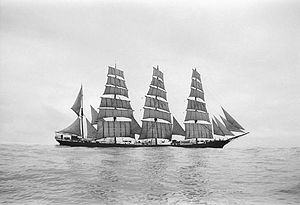 Parma (barque) - Image: Parma lee side 1932 33