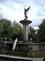 Pavo albino en la Fuente de La Fama.jpg