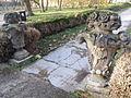 Peresznye kastély kővázák.JPG