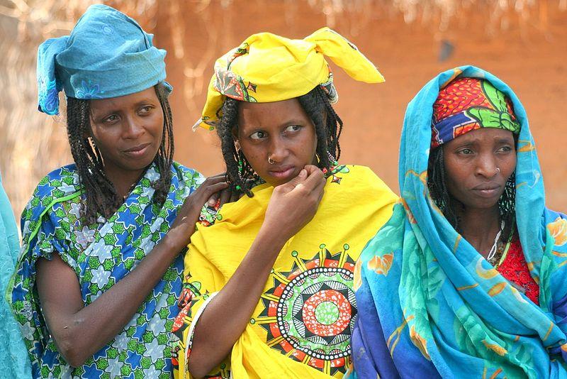 File:Peul women in Paoua.jpg