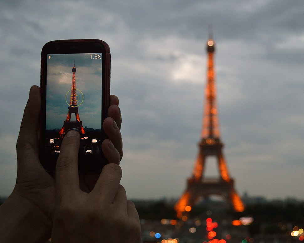 Photographing the Eiffel Tower at dusk