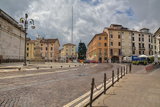 Piazza Alessandro Rossi.jpg