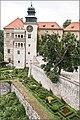 Pieskowa Skala Castle - panoramio.jpg