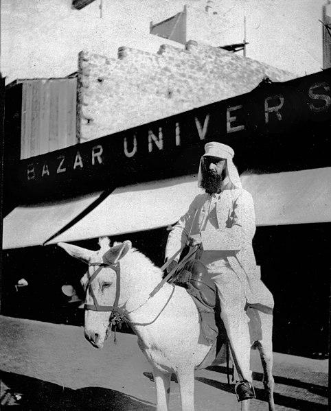 הרצל רוכב על חמור  לבן בפורט סעיד