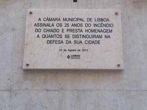 Chiado - Plaque marking the 25th anniversary of the Chiado Fire.