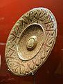 Plat amb tetó, Manises, pisa de reflex daurat, segle XVI, museu de Ceràmica de València.JPG
