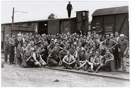 Budapest 1945. Repatriation of 2000 Italian prisoners of war PoW 1945.jpg