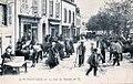 Pont-Croix La rue du marché vers 1910.jpg
