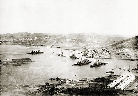 Port Arthur viewed from the Top of Gold Hill, after capitulation in 1905. From left wrecks of Russian battleships Peresvet, Poltava, Retvizan, Pobeda and the cruiser Pallada Port Arthur from Gold Hill.jpg
