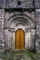Portal oeste da igrexa de Santa Comba do Trevoedo.jpg