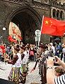 Praha, Staré Město, Prašná brána, čínský lidový tanec.JPG