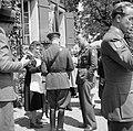 Prins Bernhard in gesprek met enkele personen op een terras, Bestanddeelnr 255-8096.jpg