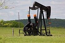 Pumpjack, Glenn Pool oil field OK.jpg