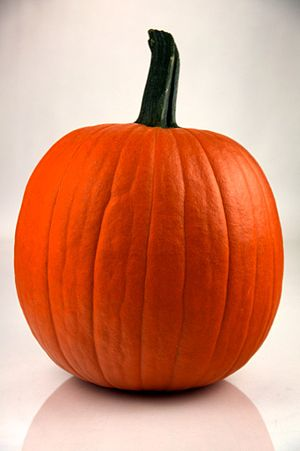 English: A freh pumpkin ready for carving for ...