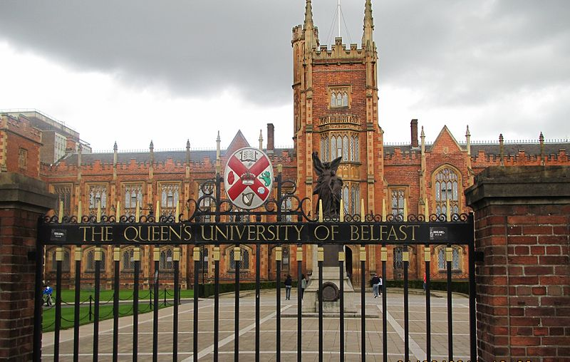 Dosiero:Queen's University Belfast by Paride.jpg