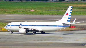 ROCAF Boeing 737-800 in Songshan Air Force Base 20111225