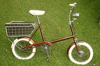 Late 1960s Raleigh RSW. The RSW was Raleigh's competitor to the fully suspended Moulton Bicycle. Raleigh rsw mk 2 bicycle drive side bootiebike 2 com.JPG
