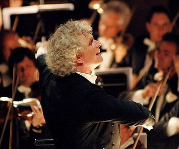 English: Sir Simon Rattle conducting the Berli...