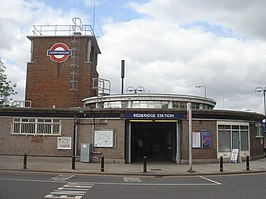 Redbridge Tube Station2.jpg